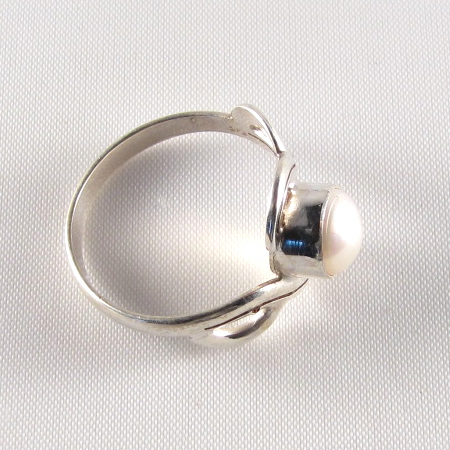 PR-113C Mother of Pearl stone Ring