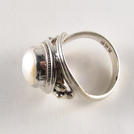 PR-115E Adjustable Mother of Pearl stone Ring